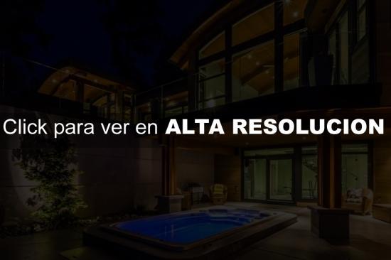 Casa moderna con detalles en madera